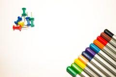 Τα μολύβια κουμπιών καθαρίζουν το φύλλο στοκ φωτογραφία με δικαίωμα ελεύθερης χρήσης