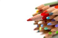 Τα μολύβια χρώματος στο άσπρο υπόβαθρο κλείνουν επάνω Στοκ φωτογραφία με δικαίωμα ελεύθερης χρήσης