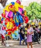 τα μπαλόνια ανασκόπησης βράζουν διαφορετικό λευκό ομιλίας πάνω από έξι χρωμάτων κινούμενων σχεδίων Στοκ Φωτογραφία