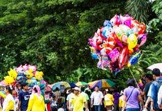 τα μπαλόνια ανασκόπησης βράζουν διαφορετικό λευκό ομιλίας πάνω από έξι χρωμάτων κινούμενων σχεδίων Στοκ Φωτογραφίες