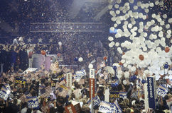 Τα μπαλόνια και η μείωση κομφετί ως επίδομα ανεργίας ορίζονται στο δημοκρατικό εθνικό συνέδριο το 1996, Σαν Ντιέγκο, ασβέστιο Στοκ εικόνες με δικαίωμα ελεύθερης χρήσης