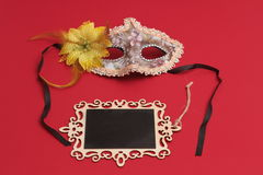 Τα μπισκότα ή hamans τα αυτιά Hamantaschen, noisemaker και η μάσκα για τις εβραϊκές διακοπές καρναβαλιού εορτασμού Purim και ακτι Στοκ Φωτογραφία