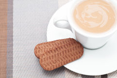 τα μπισκότα πίνουν καυτό Στοκ Φωτογραφία