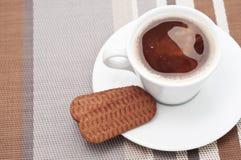 τα μπισκότα πίνουν καυτό Στοκ Εικόνες