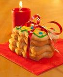 τα μπισκότα Χριστουγέννων που διαμορφώνονται το δέντρο συσσωρεύουν στοκ φωτογραφία με δικαίωμα ελεύθερης χρήσης