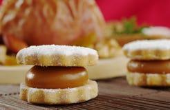 τα μπισκότα alfajor γέμισαν manjar Στοκ φωτογραφίες με δικαίωμα ελεύθερης χρήσης