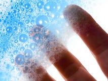 τα μπλε δάχτυλα φυσαλίδ&ome Στοκ Εικόνες