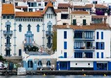 τα μπλε cadaques στεγάζουν το σύ& Στοκ Εικόνες