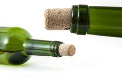 Τα μπουκάλια γυαλιού με βουλώνουν στοκ εικόνα
