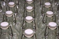Τα μπουκάλια με βουλώνουν Στοκ Φωτογραφία
