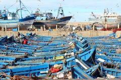 Τα μπλε αλιευτικά σκάφη σε Essaouira ελλιμενίζουν τις αποβάθρες στο Μαρόκο Η φωτογραφία λήφθηκε στις 9 Ιανουαρίου 2016 Στοκ Εικόνες