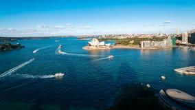 Τα μπλε νερά του λιμανιού του Σίδνεϊ στην Αυστραλία Στοκ εικόνα με δικαίωμα ελεύθερης χρήσης