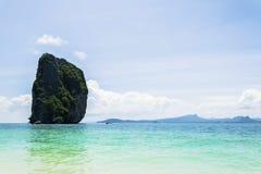 Τα νησιά είναι μεγάλα σε μέγεθος, η θάλασσα είναι λουλάκι Στοκ Φωτογραφίες