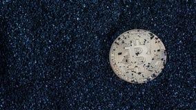 Τα νομίσματα είναι bitcoin και litecoin Στοκ Φωτογραφία