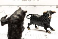τα νομίσματα κατεβάζουν το κόκκινο απόθεμα UPS snd μολυβιών αγοράς γραφικών παραστάσεων Στοκ Εικόνες