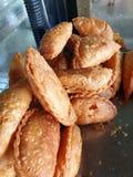Τα νοτιοανατολικά ασιατικά τρόφιμα & το x28  κάρρυ puff& x29  στοκ φωτογραφίες