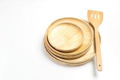 Τα ξύλινοι πιάτα ή οι δίσκοι με το βατραχοπέδιλο ή το φτυάρι απομόνωσαν το άσπρο υπόβαθρο στοκ εικόνες