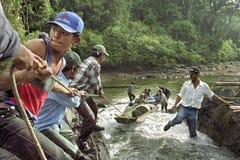 Τα ορμητικά σημεία ποταμού εμποδίζουν την κυκλοφορία ποταμών, εσωτερική μεταφορά, Νικαράγουα Στοκ Φωτογραφίες