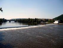 Τα ορμητικά σημεία ποταμού στον ποταμό Vltava Στοκ Φωτογραφία