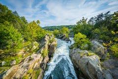 Τα ορμητικά σημεία ποταμού στο Potomac ποταμό στις μεγάλες πτώσεις, που βλέπουν από Olmsted είναι Στοκ φωτογραφία με δικαίωμα ελεύθερης χρήσης