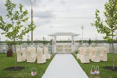 Τα λουλούδια διακοσμούν έναν όμορφο γάμο Στοκ εικόνες με δικαίωμα ελεύθερης χρήσης
