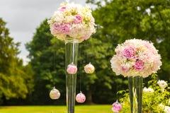 Τα λουλούδια διακοσμούν τη γαμήλια τελετή Στοκ εικόνες με δικαίωμα ελεύθερης χρήσης