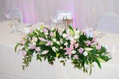 Τα λουλούδια διακοσμούν τη δεξίωση γάμου Στοκ φωτογραφία με δικαίωμα ελεύθερης χρήσης
