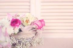 τα λουλούδια καλαθιών απομόνωσαν το λευκό Στοκ εικόνες με δικαίωμα ελεύθερης χρήσης