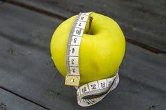 Τα οφέλη τα μήλα, μήλα βοηθούν να χάσουν το βάρος, Στοκ Φωτογραφία