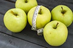 Τα οφέλη τα μήλα, μήλα βοηθούν να χάσουν το βάρος, Στοκ φωτογραφίες με δικαίωμα ελεύθερης χρήσης