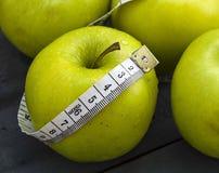 Τα οφέλη τα μήλα, μήλα βοηθούν να χάσουν το βάρος, Στοκ εικόνες με δικαίωμα ελεύθερης χρήσης