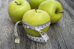 Τα οφέλη τα μήλα, μήλα βοηθούν να χάσουν το βάρος, Στοκ εικόνα με δικαίωμα ελεύθερης χρήσης