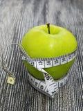 Τα οφέλη τα μήλα, μήλα βοηθούν να χάσουν το βάρος, Στοκ φωτογραφία με δικαίωμα ελεύθερης χρήσης