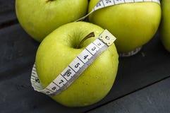 Τα οφέλη τα μήλα, μήλα βοηθούν να χάσουν το βάρος, Στοκ Φωτογραφίες