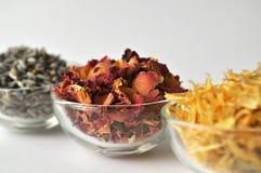 Τα πέταλα αυξήθηκαν με marigold και lavender Στοκ Φωτογραφίες