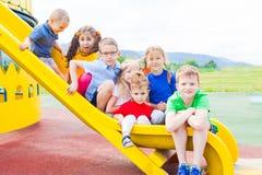 Τα παιδιά έχουν τη διασκέδαση στη φωτογραφική διαφάνεια Στοκ Φωτογραφίες
