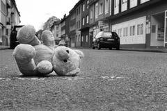 τα παιδιά αφήνουν το παιχνί&d Στοκ Εικόνες