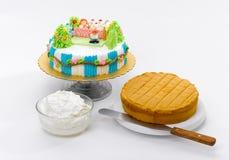 τα παιδιά κέικ μαθαίνουν κά&n Στοκ εικόνες με δικαίωμα ελεύθερης χρήσης