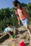 τα παιδιά κιβωτίων στρώνου& Στοκ Φωτογραφία