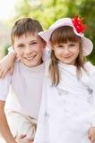Τα παιδιά μένουν υπαίθρια Στοκ εικόνα με δικαίωμα ελεύθερης χρήσης