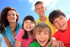 τα παιδιά ομαδοποιούν ευτυχή στοκ φωτογραφίες με δικαίωμα ελεύθερης χρήσης