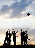 τα παιδιά ομαδοποιούν την ευτυχή σκιαγραφία Στοκ εικόνες με δικαίωμα ελεύθερης χρήσης