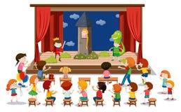 Τα παιδιά παίζουν το δράμα στη σκηνή ελεύθερη απεικόνιση δικαιώματος
