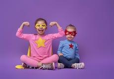 Τα παιδιά παίζουν το superhero Στοκ Φωτογραφία