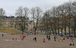 Τα παιδιά παίζουν υπαίθριο στο Ελσίνκι, Φινλανδία Στοκ φωτογραφία με δικαίωμα ελεύθερης χρήσης