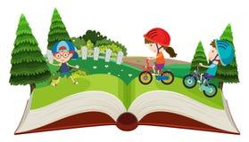 Τα παιδιά που οδηγούν τα ποδήλατα σκάουν επάνω το βιβλίο ελεύθερη απεικόνιση δικαιώματος