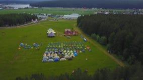 Τα παιδιά στα παιδιά ` s διακοπών στρατοπεδεύουν aeial στρατόπεδο παιδιών ` s Στοκ φωτογραφίες με δικαίωμα ελεύθερης χρήσης