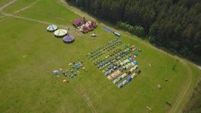 Τα παιδιά στα παιδιά ` s διακοπών στρατοπεδεύουν aeial στρατόπεδο παιδιών ` s Στοκ Εικόνες