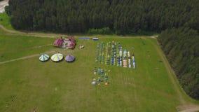 Τα παιδιά στα παιδιά ` s διακοπών στρατοπεδεύουν aeial στρατόπεδο παιδιών ` s Στοκ φωτογραφία με δικαίωμα ελεύθερης χρήσης