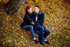 τα παιδιά φθινοπώρου φαίνο στοκ φωτογραφίες με δικαίωμα ελεύθερης χρήσης